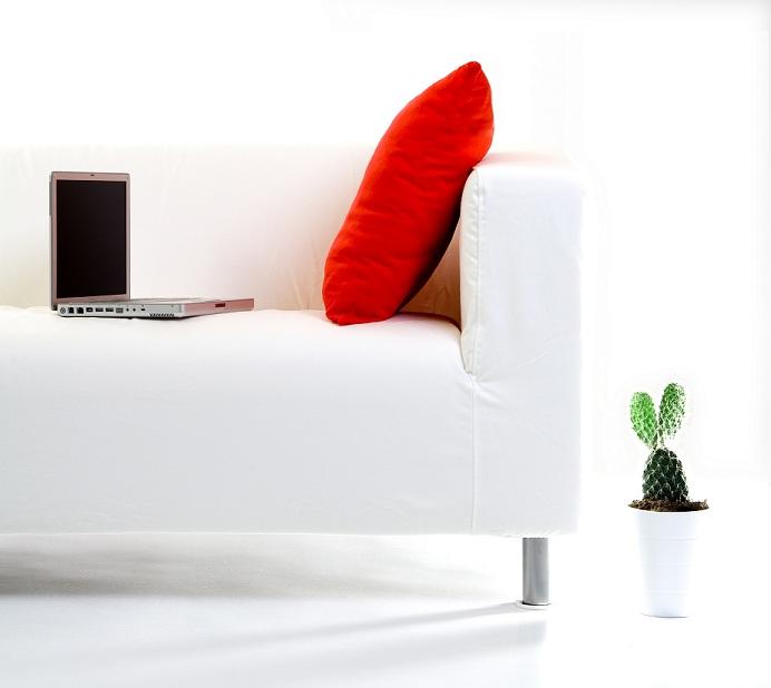 3 sofás 'cool' para decorar tu salón