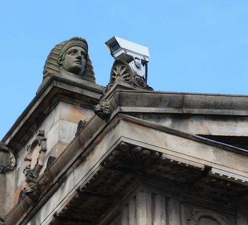 La seguridad en arquitectura y diseño de interiores en edificios públicos